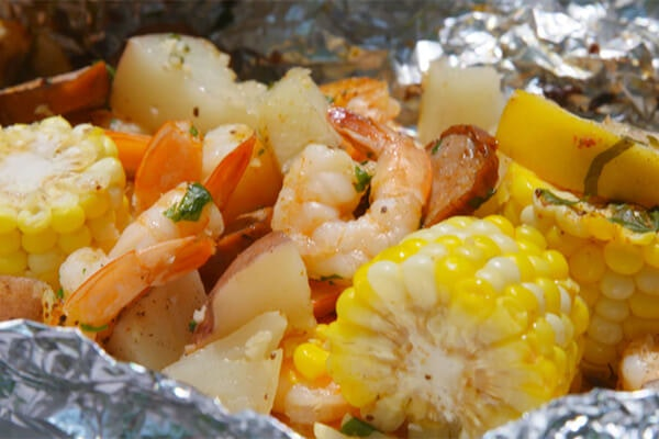 Grilled Garlic Shrimp Hobo Packs