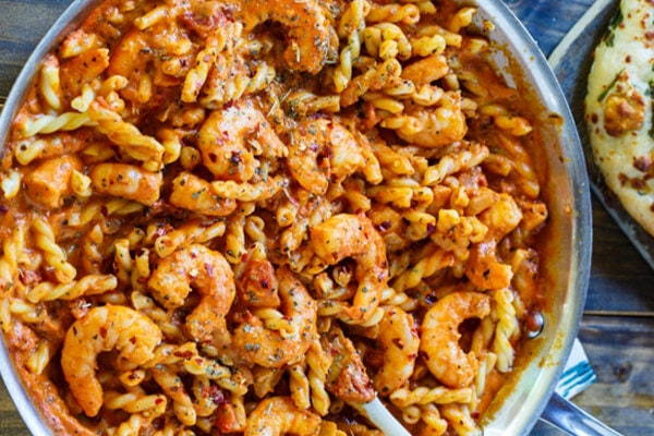 Spicy Shrimp & Tomato Cream Pasta